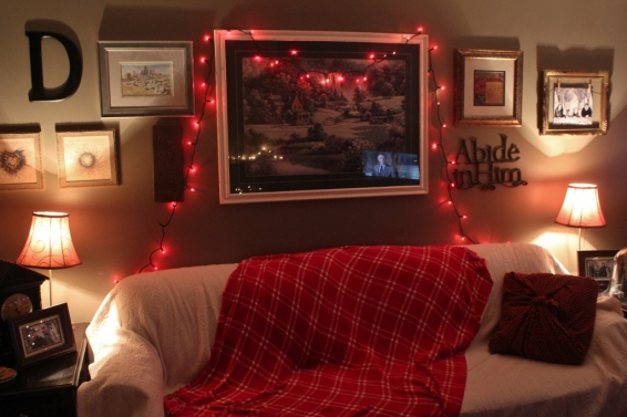 Red twinkly lights- when all else fails! And that ecru furniture throw? It's a bed spread from the thrift store. $7. :)  Red plaid throw? $4 thrift store buy.